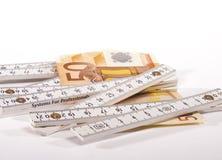 банкнота евро 50 и правитель плотника Стоковые Фотографии RF