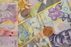 Банкнота леев и предпосылка валюты монетки румынская Стоковая Фотография