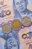 Банкнота и монетка тайского бата Таиланда Стоковые Фотографии RF
