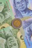 Банкнота и монетка тайского бата Таиланда Стоковое Изображение RF