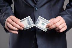 Банкнота доллара разрыва бизнесмена padlock обязанности доллара кризиса принципиальной схемы монеток счетов предпосылки финансово Стоковые Изображения RF