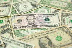 Банкнота доллара распространенная на том основании стоковые фото