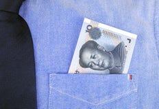 Банкнота RMB в карманн рубашки Стоковое Фото