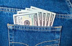 Банкноты американских долларов в джинсах pocket Стоковое Изображение RF