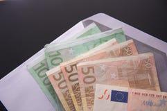 Банкноты евро в конверте Стоковое Изображение