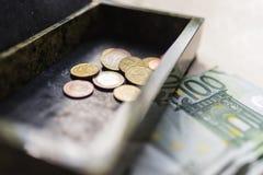 Банкноты евро в коробке и на таблице 2 Стоковое Изображение RF