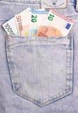 Банкноты евро в темном сером карманн джинсов Стоковая Фотография RF