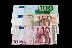 Банкноты евро денег изолированные на черноте для дела и финансов Стоковые Фотографии RF