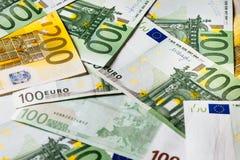 Банкноты евро закрывают вверх Нескольк 100 банкнот евро Стоковое фото RF