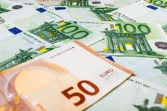 Банкноты евро закрывают вверх Нескольк 100 банкнот евро Стоковая Фотография RF