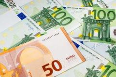 Банкноты евро закрывают вверх Нескольк 100 банкнот евро Стоковая Фотография