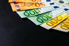 Банкноты евро закрывают вверх Нескольк 100 банкнот евро Стоковое Изображение RF