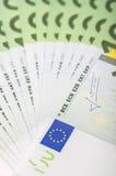 Банкноты евро конца-вверх 100 Стоковые Изображения