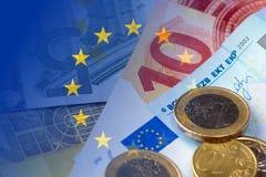Банкноты евро, монетки, флаг eu Стоковая Фотография