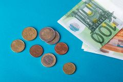 Банкноты евро на голубой предпосылке Стоковые Изображения RF