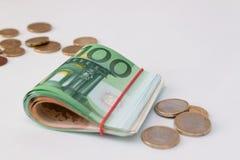 Банкноты и валюта евро кредитки свернули Стоковые Фото