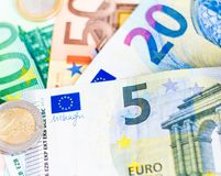 Банкноты и монетки денег евро Стоковые Фото
