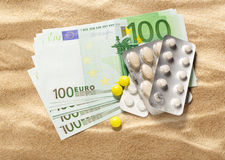 100 банкноты и пилюлек евро Стоковые Фото