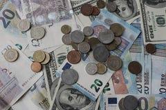 Банкноты и предпосылка монеток Деньги различной предпосылки стран Финансы и богатство Наличные деньги и состоятельное Стоковая Фотография