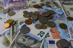Банкноты и предпосылка монеток Деньги различной предпосылки стран Финансы и богатство Наличные деньги и состоятельное Стоковые Изображения