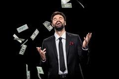 Банкноты доллара красивого богатого excited бизнесмена бросая, Стоковое Фото