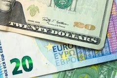 Банкноты доллара США и евро Стоковые Изображения RF