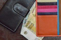 Банкноты русских рублей около бумажника Стоковое Фото