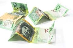 100 банкнот австралийского доллара изолированных на белом backgr Стоковое Фото