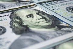100 банкнот доллара как предпосылка Стоковое Фото