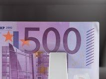 500 банкнот евро в подсчитывая машине Стоковая Фотография