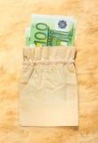 100 банкнот евро в linen мешке Стоковое Изображение