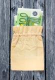100 банкнот евро в linen мешке Стоковые Изображения