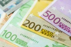 500, 200, 100, 50, 20, 10, 5 банкнот деноминации евро высоких стоковое изображение