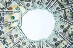 100 банкнот доллара вокруг пустого космоса Стоковая Фотография