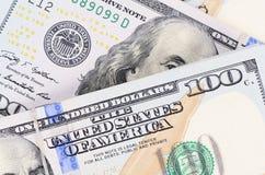 100 банкнот доллара как предпосылка Стоковые Изображения