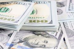 100 банкнот доллара как предпосылка Стоковые Фото
