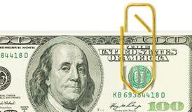 100 банкнот доллара с золотым бумажным зажимом на ем конец u Стоковая Фотография