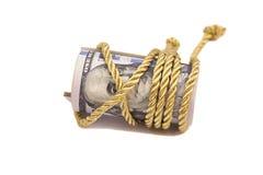 100 банкнот доллара с золотым диапазоном веревочки Стоковое Изображение RF