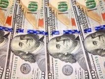 100 банкнот доллара с изображением президента Стоковые Фотографии RF