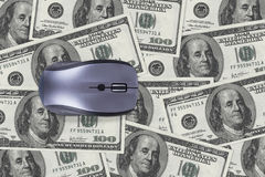 100 банкнот доллара с мышью компьютера Стоковые Фотографии RF