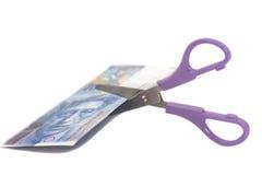 100 банкнот швейцарского франка с ножницами валюта swit Стоковое Изображение RF