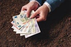 Банковская ссуда для аграрной деятельности в банкнотах евро Стоковая Фотография