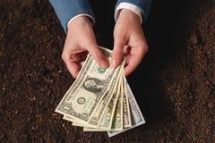 Банковская ссуда для аграрной деятельности в банкнотах доллара США Стоковое фото RF