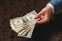 Банковская ссуда для аграрной деятельности в банкнотах доллара США Стоковое Фото