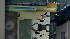 Банкомат изнутри, предохранитель CIT обслуживая ATM, деятельность банка стоковые фото