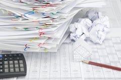 Банкротство дома и карандаша с шариком бумаги нерезкости Стоковое фото RF