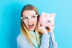 банк предпосылки изолированный над piggy детенышами белой женщины Стоковая Фотография