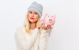 банк предпосылки изолированный над piggy детенышами белой женщины Стоковые Фото