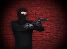 Бандит с пушкой стоковая фотография