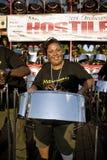 барабанит потехой имея играть стальную женщину стоковая фотография
